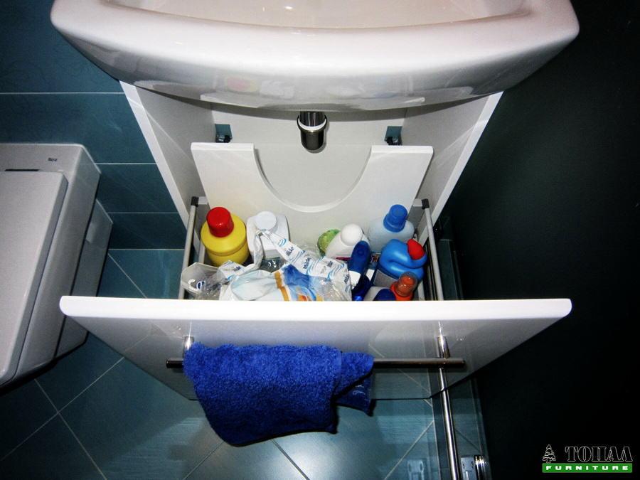Чекмедже под шкаф за баня
