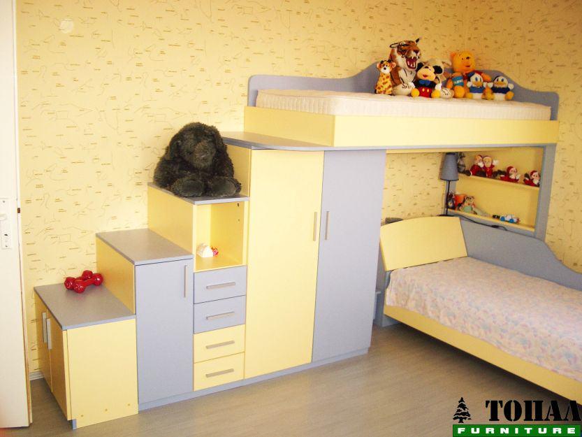 Детски легла на два етажа със стълби