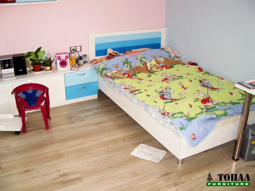 Юношеска детска стая в 3 нюанса синьо