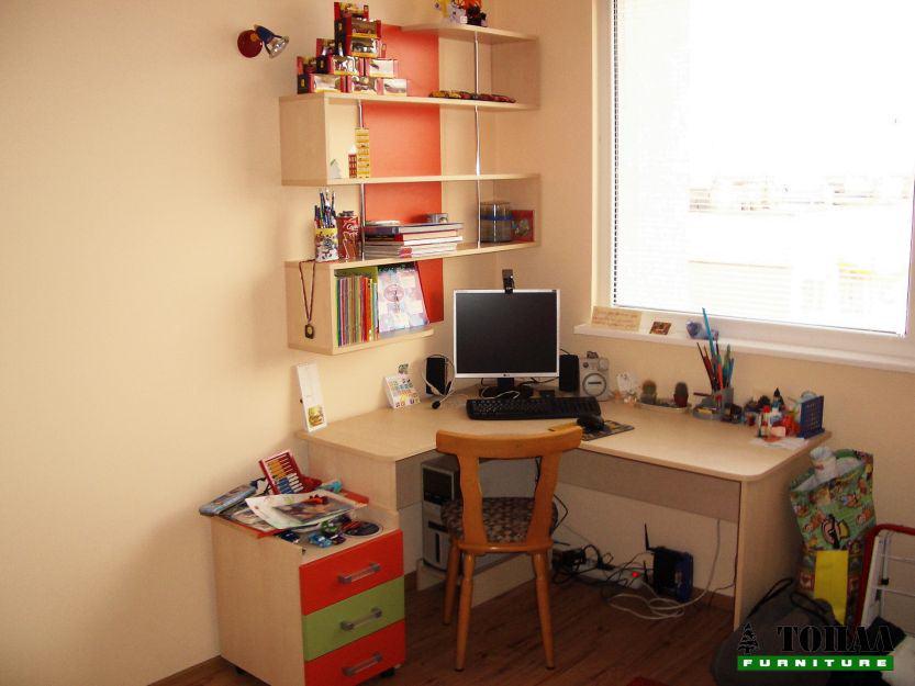 Детско бюро с лавици отворени