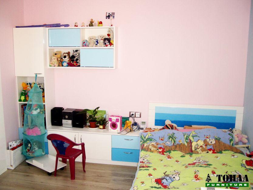 Младежка стая в небесно синьо