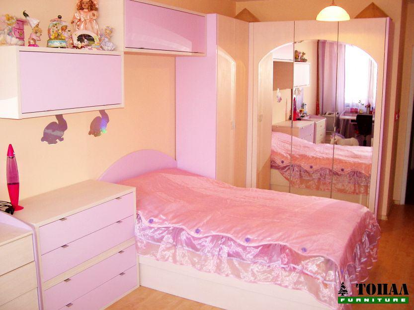Момичешка розова спалня
