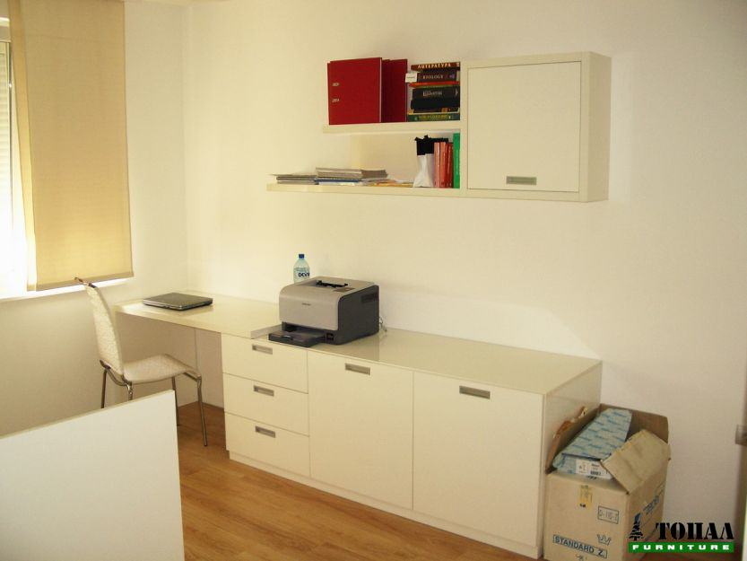 Модерна юношеска стая в бяло гланц