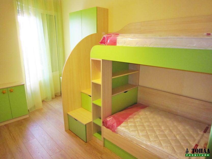 Ябълково зелена детска стая на 2 етажа