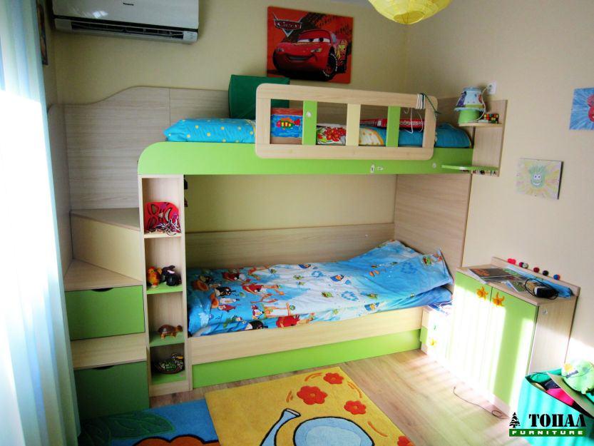 Детско легло на два етажа зелено и дърво