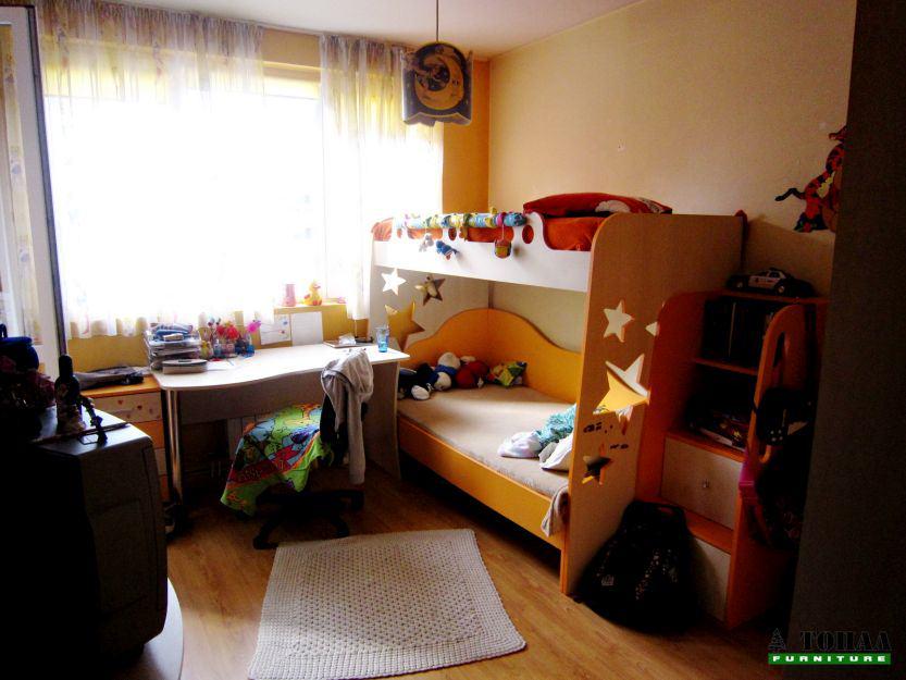 Оранжева детска стая с звездички