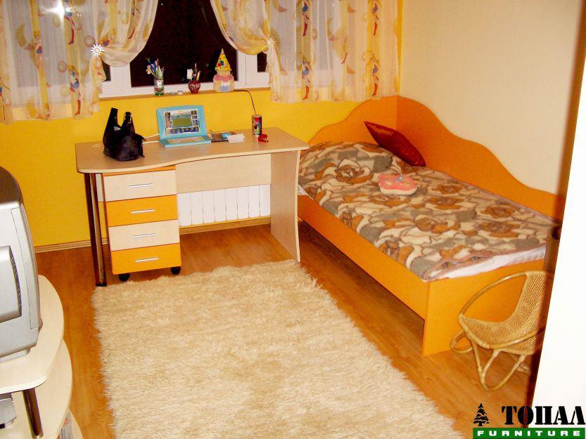 Оранжева детска стая