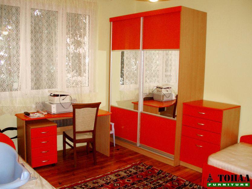 Детски гардероб цвят тиква