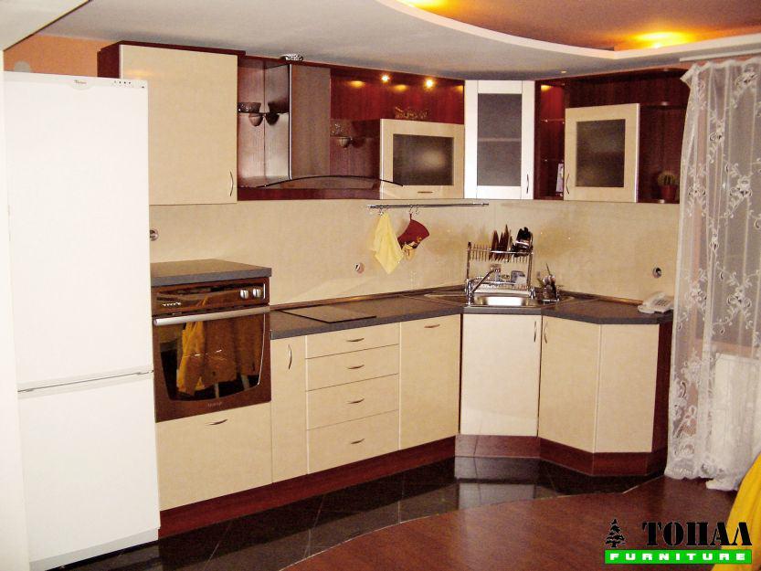 Кухня в бежово с постформинг вратички
