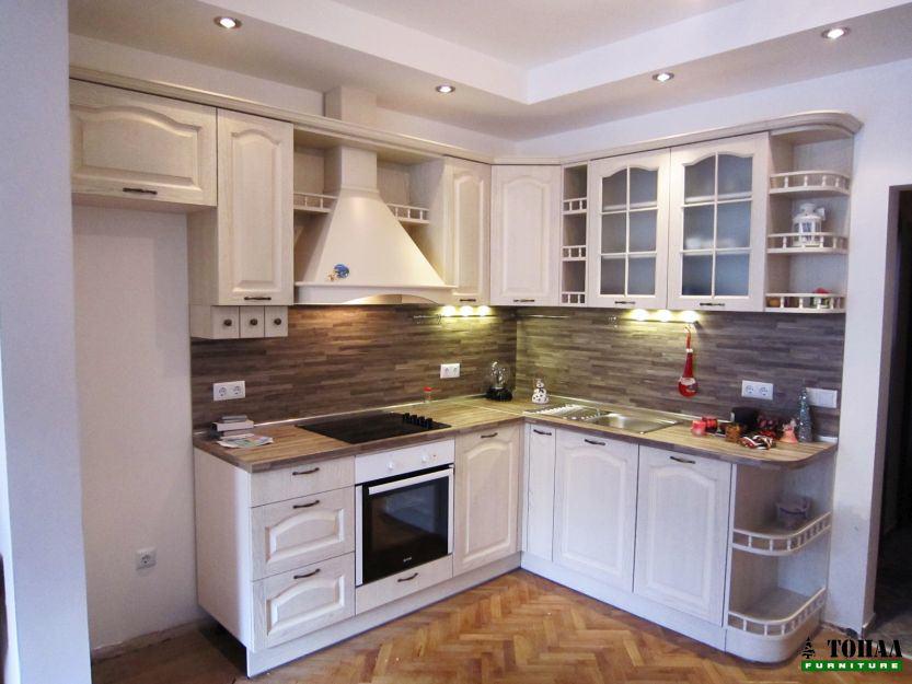 Ретро кухня с отворени лавици