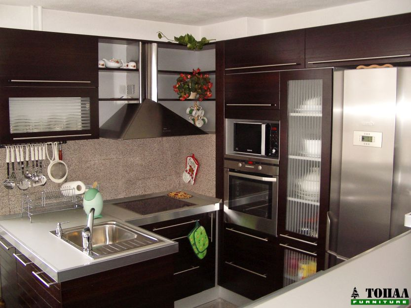 Малка кухня с изтегляща кошница