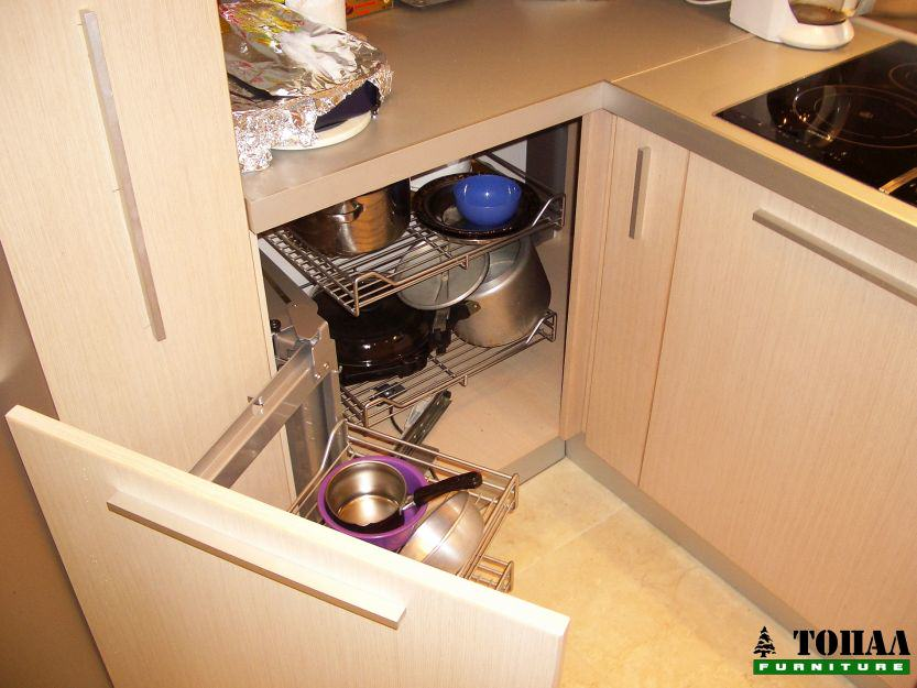 Изтегляща се ъглова кошница за кухня