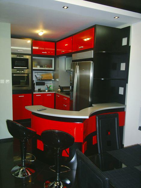 Дизайн на червена кухня гланц