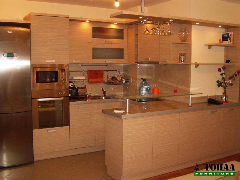 Кухня F582 Egger с луни над бара