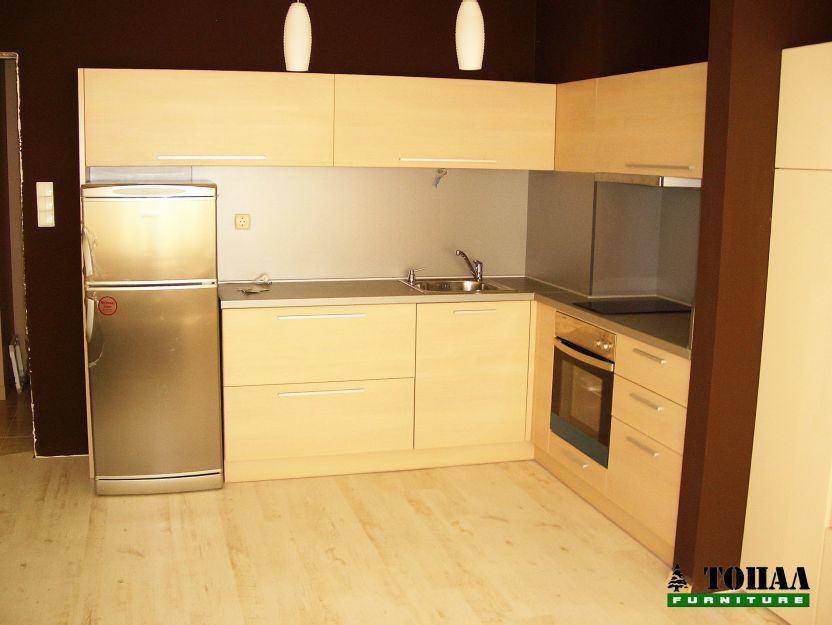 Кухня с ниски горни шкафове