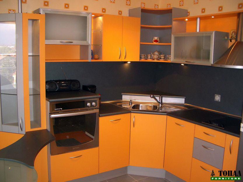 раздвижена кухня в цвят оранжево