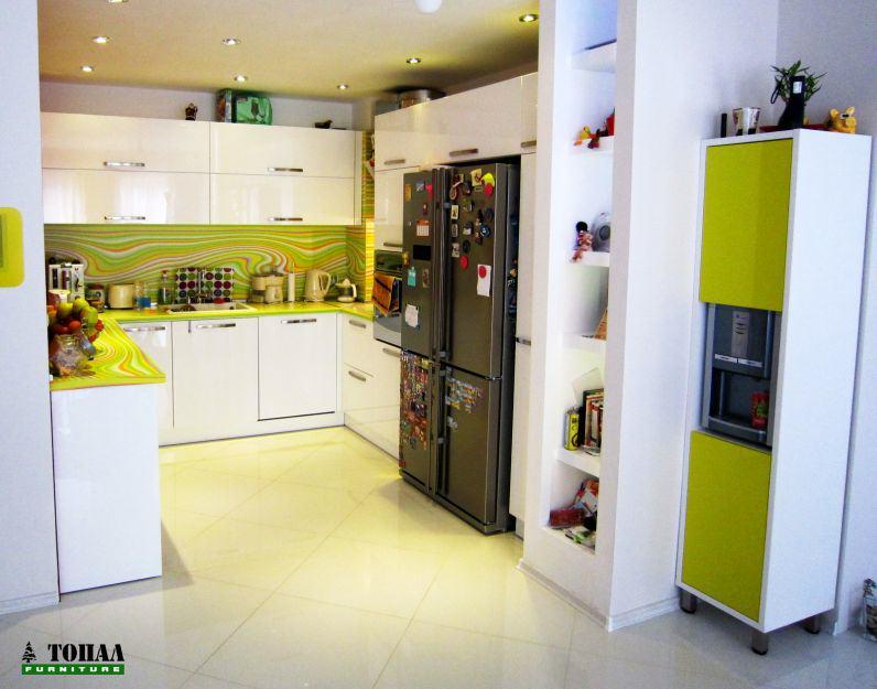 Свежа кухня с бяло и зелено