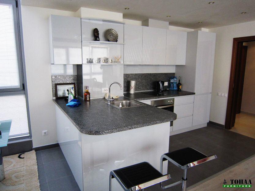Метален дизайнерски плот на кухня в сиво
