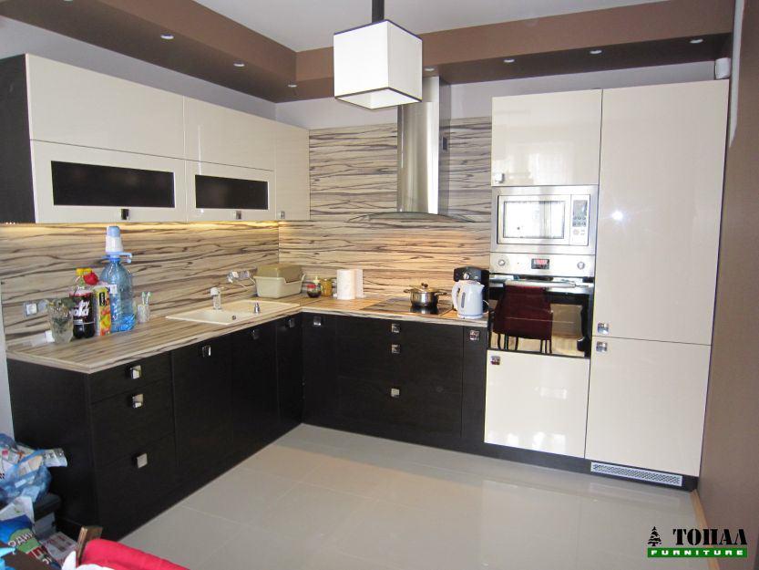 Кухня с открит стъклен абсорбатор F901