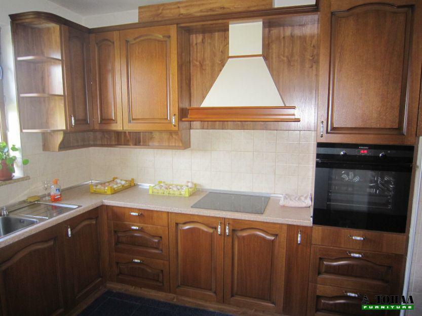 Старинна кухня с кобилици на вратите