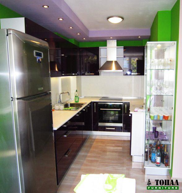 Кухня патладжан гланц и бяло мат