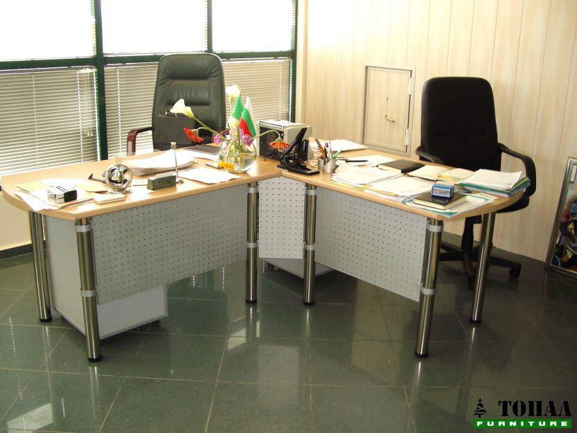 Офис бюра с метални царги