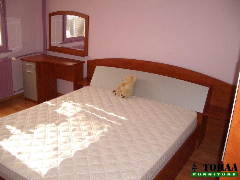 Спалня с бюро