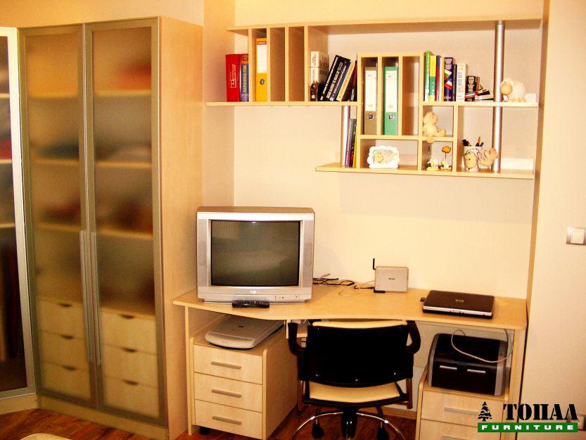 Работно бюро в спалнята