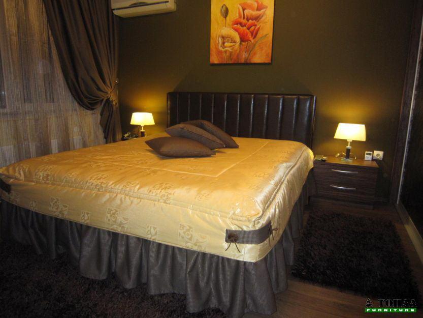 Спалня с прошита кожа