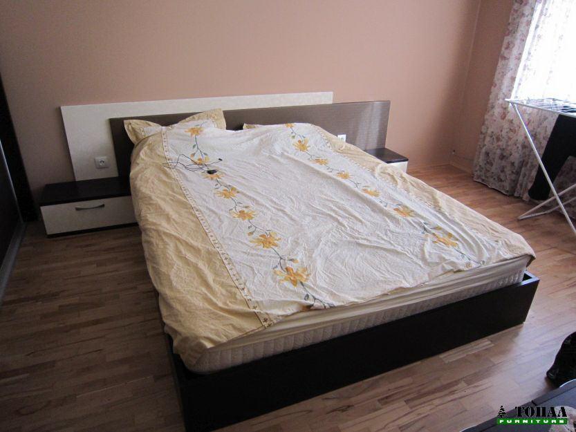 Спалня до пода