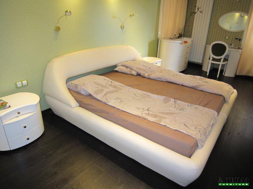 Дизайнерска тапицирана спалня