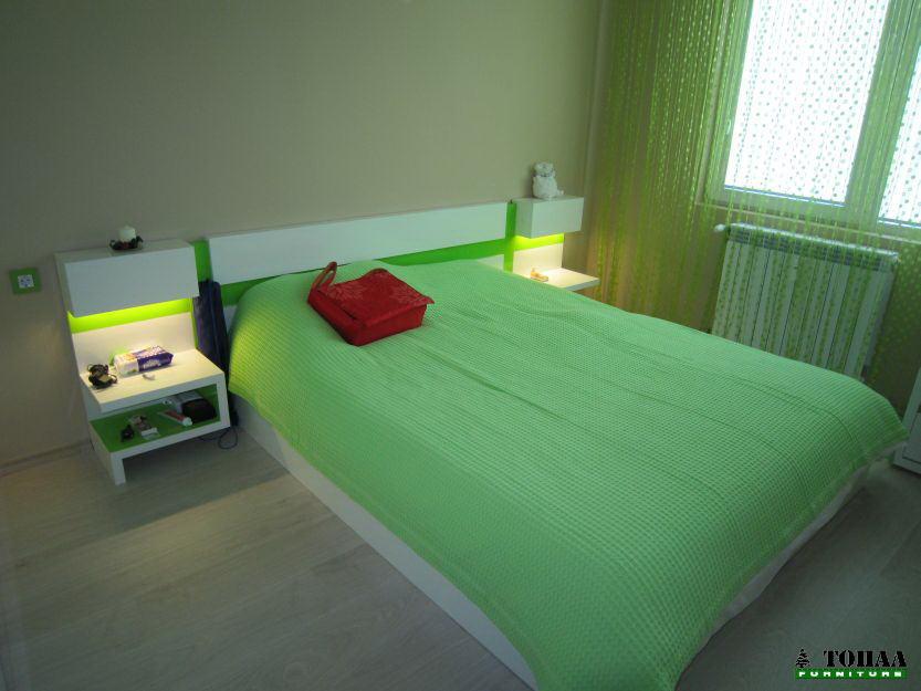 Бяло и зелено с лед осветление в спалнята
