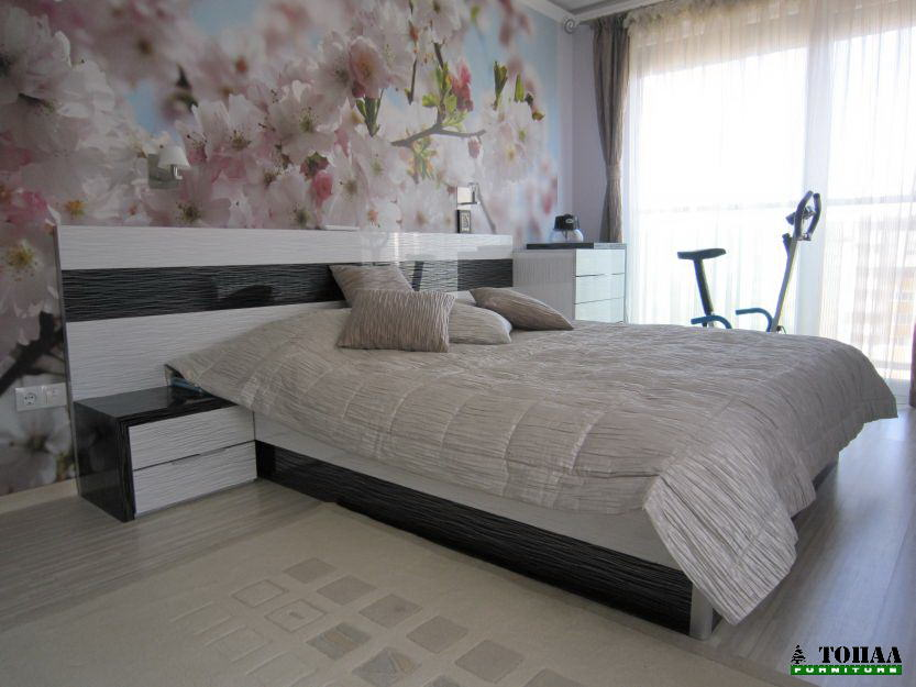 Дизайнерска спалня бяло и черно на черти