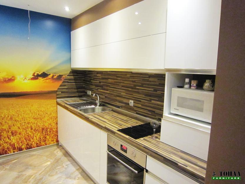 Интериорен дизайн на кухня с фототапет
