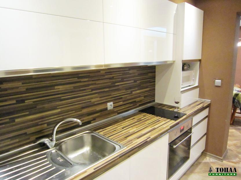 Дизайн на кухня с кант дръжки